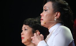 Việt Hương cúi đầu nể phục diễn viên Quốc Tuấn