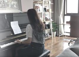 MC thời tiết Mai Ngọc trổ tài chơi piano cực ngọt