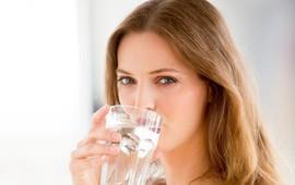 4 sai lầm thường gặp trong việc uống nước