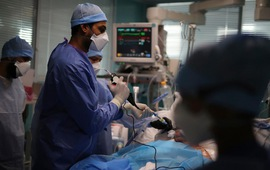 Pháp: Số bệnh nhân mắc COVID-19 nguy kịch lên cao nhất kể từ đầu năm