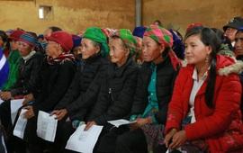 Hỗ trợ phụ nữ dân tộc thiểu số bị ảnh hưởng bởi dịch COVID-19 tại Lào Cai