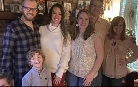 Mỹ: 18 thành viên gia đình mắc COVID-19 sau buổi tụ họp