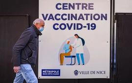 Pháp thiếu vaccine, người dân không thể đặt hẹn tiêm chủng