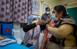 Hai nhân viên tuyến đầu tại Ấn Độ đầu tử vong sau khi tiêm vaccine ngừa COVID-19