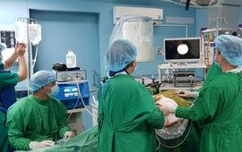 Phẫu thuật điều trị cho bệnh nhân mắc sỏi san hô 2 bên thận phức tạp