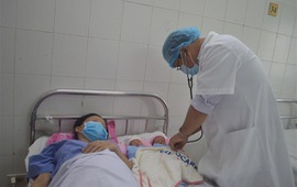 Cứu sống sản phụ mang thai đôi bị biến chứng dây rốn bám màng hiếm gặp