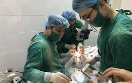 Phẫu thuật lấy dị vật khó ở hốc mắt bệnh nhân