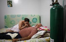 Bệnh viện quá tải, bệnh nhân COVID-19 Brazil phải điều trị tăng cường tại nhà