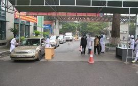 Bệnh viện Hữu nghị Việt Xô phát hiện 2 ca nghi mắc COVID-19 ngay từ cổng