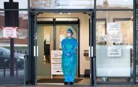 Phong tỏa và tiêm vaccine chưa thể giúp Anh kiềm chế tốc độ lây lan dịch