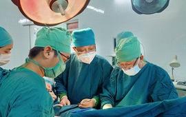 Cấp cứu bệnh nhân bị cành cây dài 30 cm đâm vào cổ