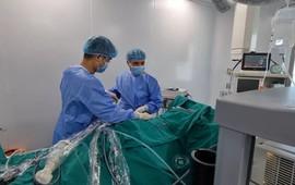 Kịp thời cứu sản phụ suy thận cấp bằng phương pháp tán sỏi qua da