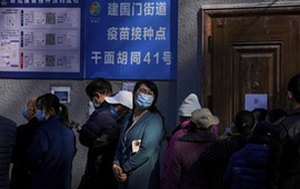 Trung Quốc cảnh báo nguy cơ dịch COVID-19 lan rộng