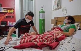 Bác sĩ cứu sống mẹ mắc COVID-19 thể nặng ngay tại nhà
