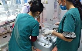 Phát hiện bé sơ sinh bị bỏ rơi ở bãi biển tại Quảng Bình
