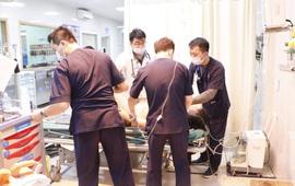 Cấp cứu nam bệnh nhân bị điện giật nghiêm trọng