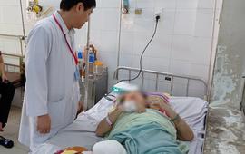 Tự đắp lá lên vết thương, bệnh nhân phải cắt cụt chân