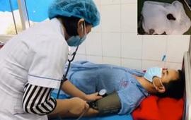 Nội soi khí quản gắp con đỉa suối sống trong mũi bệnh nhân 1 tháng