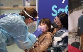 Israel khuyến nghị tiêm vaccine cho trẻ từ 12-15 tuổi
