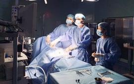 Chủ quan không đưa con điều trị táo bón lâu ngày, bé 2 tuổi phải cắt 27cm đại tràng