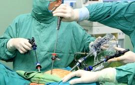 Phát hiện ung thư cổ tử cung sau thời gian ra máu âm đạo bất thường