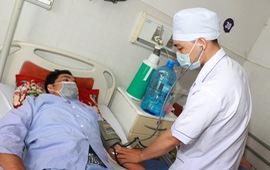 Cứu bệnh nhân ngưng tim ngoại viện do điện giật