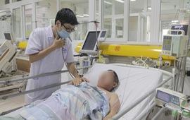 Nam bệnh nhân bị sốc nhiễm khuẩn, suy hô hấp do nhiễm giun lươn toàn thể