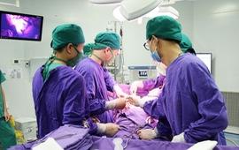 Nhập viện cấp cứu vì khối u lớn trong bụng vỡ