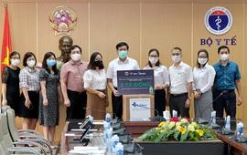 Bộ Y tế tiếp nhận 3 triệu bơm kim tiêm hỗ trợ chiến dịch tiêm vaccine ngừa COVID-19