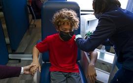 Israel bắt đầu tiêm vaccine COVID-19 cho trẻ từ 5 - 11 tuổi