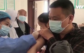Lo ngại đợt bùng phát dịch mới, Trung Quốc chạy nước rút tiêm vaccine