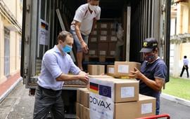 Việt Nam tiếp nhận thêm hơn 852.000 liều vaccine AstraZeneca