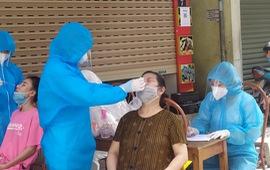 Hà Đông: Lấy mẫu xét nghiệm SARS-CoV-2 cho 300 người dân phường Nguyễn Trãi