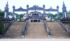 Quản lý và sử dụng bền vững quần thể lăng mộ Hoàng gia triều Nguyễn
