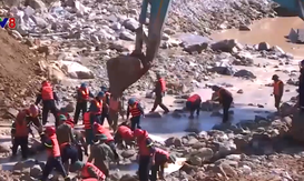 Tìm kiếm các nạn nhân ở lòng sông Rào Trăng