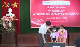 """Thừa Thiên Huế trao học bổng """"Vì em hiếu học"""""""