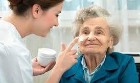 Bí quyết chăm sóc da ở người cao tuổi