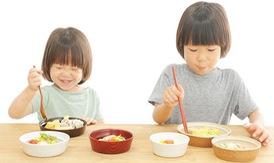 Cho trẻ ăn đúng cách
