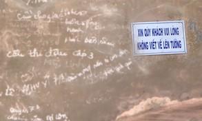 Báo động nạn viết, vẽ bậy tại các điểm di tích cố đô Huế