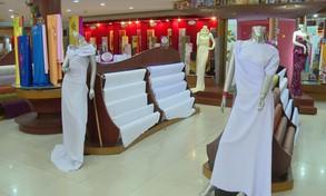 Giảm giá vải áo dài trắng cho học sinh mùa tựu trường