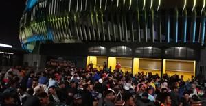 ẢNH: Hàng chục nghìn người hâm mộ Malaysia xếp hàng xuyên đêm chờ mua vé chung kết AFF Cup 2018
