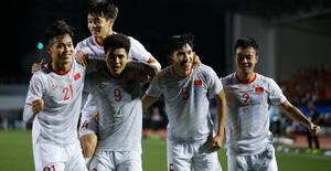 ẢNH: Đức Chinh toả sáng phút cuối, U22 Việt Nam thắng kịch tính U22 Singapore