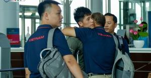ĐT Việt Nam lên đường sang Thái Lan dự King's Cup 2019: HLV Park Hang Seo chia tay Đình Trọng ở sân bay