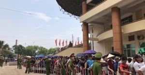ẢNH: Hàng dài người xếp hàng chờ mua vé U23 Việt Nam – U23 Myanmar