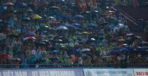 ẢNH: Khán giả cuồng nhiệt, đội mưa xem U23 Việt Nam