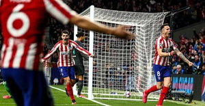 ẢNH: Atletico Madrid thắng tối thiểu Liverpool ở lượt đi vòng 1/8 UEFA Champions League