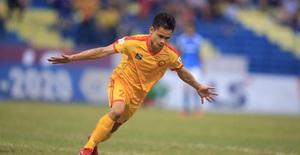 Chùm ảnh: Đình Tùng và Samson tỏa sáng, CLB Thanh Hóa đánh bại Than Quảng Ninh (Vòng 7 V.League)