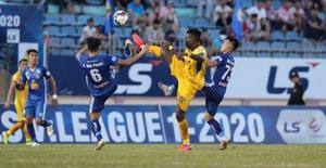 Chùm ảnh: CLB Quảng Nam giành 3 điểm trong ngày ra mắt tân HLV