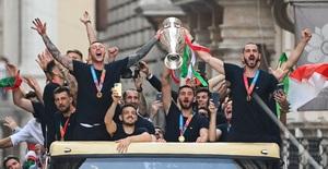 Chùm ảnh: Lễ ăn mừng hoành tráng của ĐT Italia tại Rome