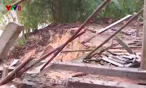 Sạt lở nặng nề, nhiều khu vực dân cư, trường học ở Thừa Thiên - Huế bị chia cắt